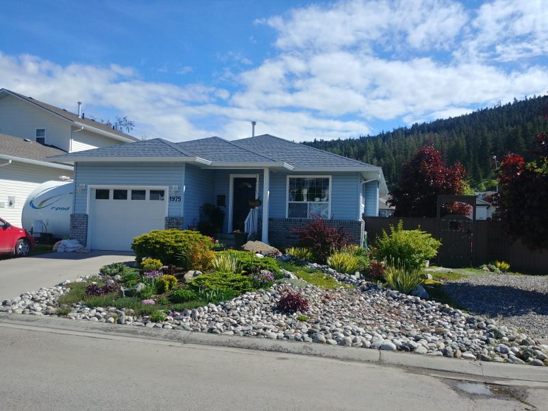 Updated Level Entry Home in Pineview Valley, Situated on a Large Corner Lot!  3 Bedrooms & 2 Baths