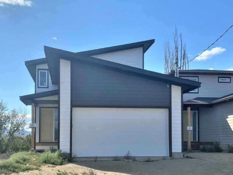Stunning New Build By Grace Contracting With A Beautiful Vaulted Foyer   5 Bedrooms + Den & 4 Baths