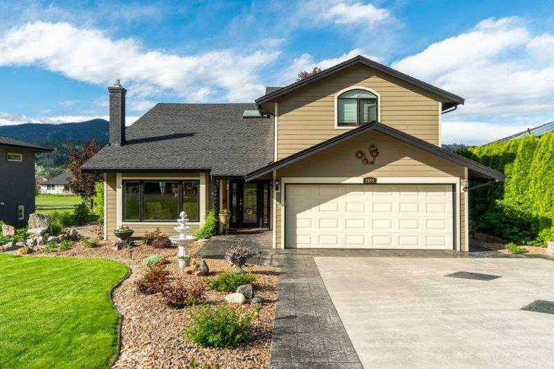 Stunning Executive  2 Storey Home On The 4th Fairway At Rivershore Golf Course!   4 Bedrooms & 4 Baths